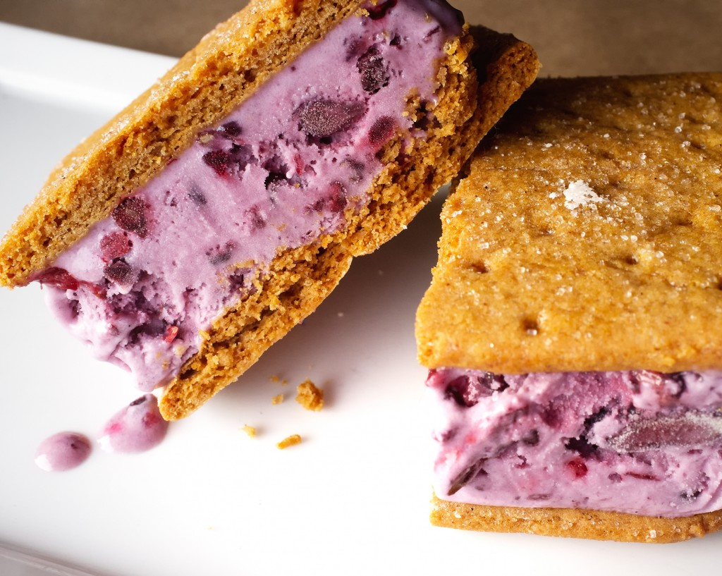 Blackberry_ice_cream_sandwiches_(7304587152)