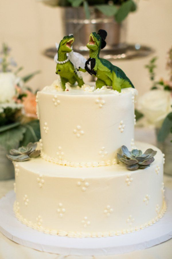 22 Awesome Quirky & Unusual Wedding Cake Toppers -