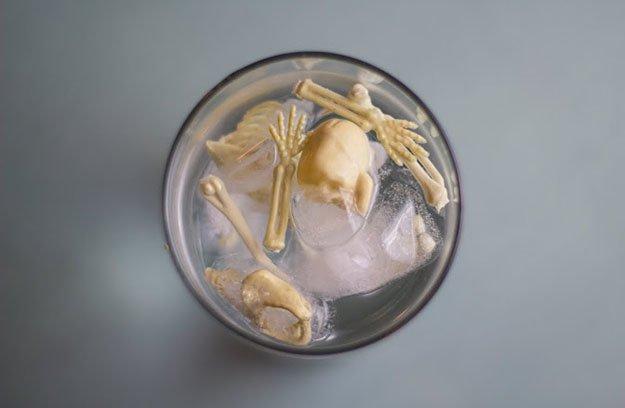 skeleton-ice-cubes