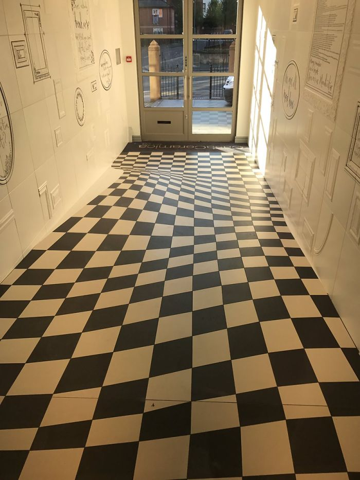 wavy-floor-optical-illusion-casa-ceramica-59ddfe4f9e009__700