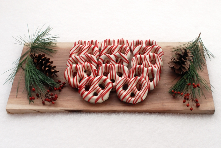 Chocolate-Covered-Pretzels-@themerrythought-christmas-desserts(pp_w730_h488)