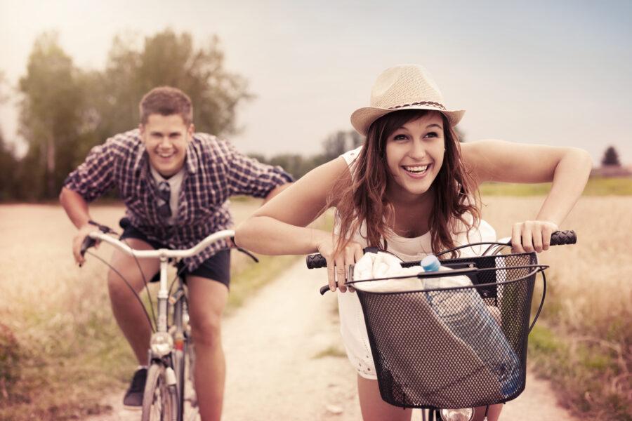 bikeride-in-nature-date-idea