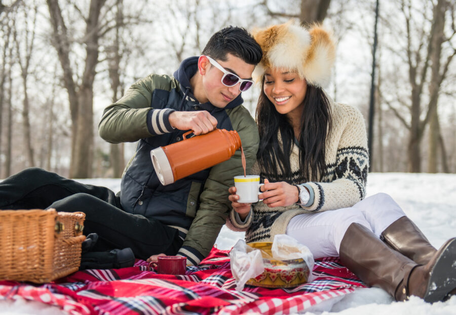outdoor-picnic-valentines-day-date