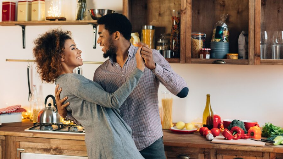 couple-dancing-in-the-kitchen-on-valentines-day