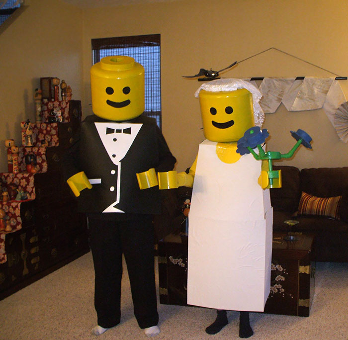 halloween-couple-costumes-50-5bc9a82fe1366__700
