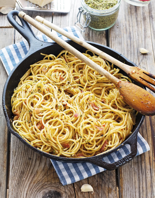 Easy-Bacon-Spaghetti-Aglio-Olio